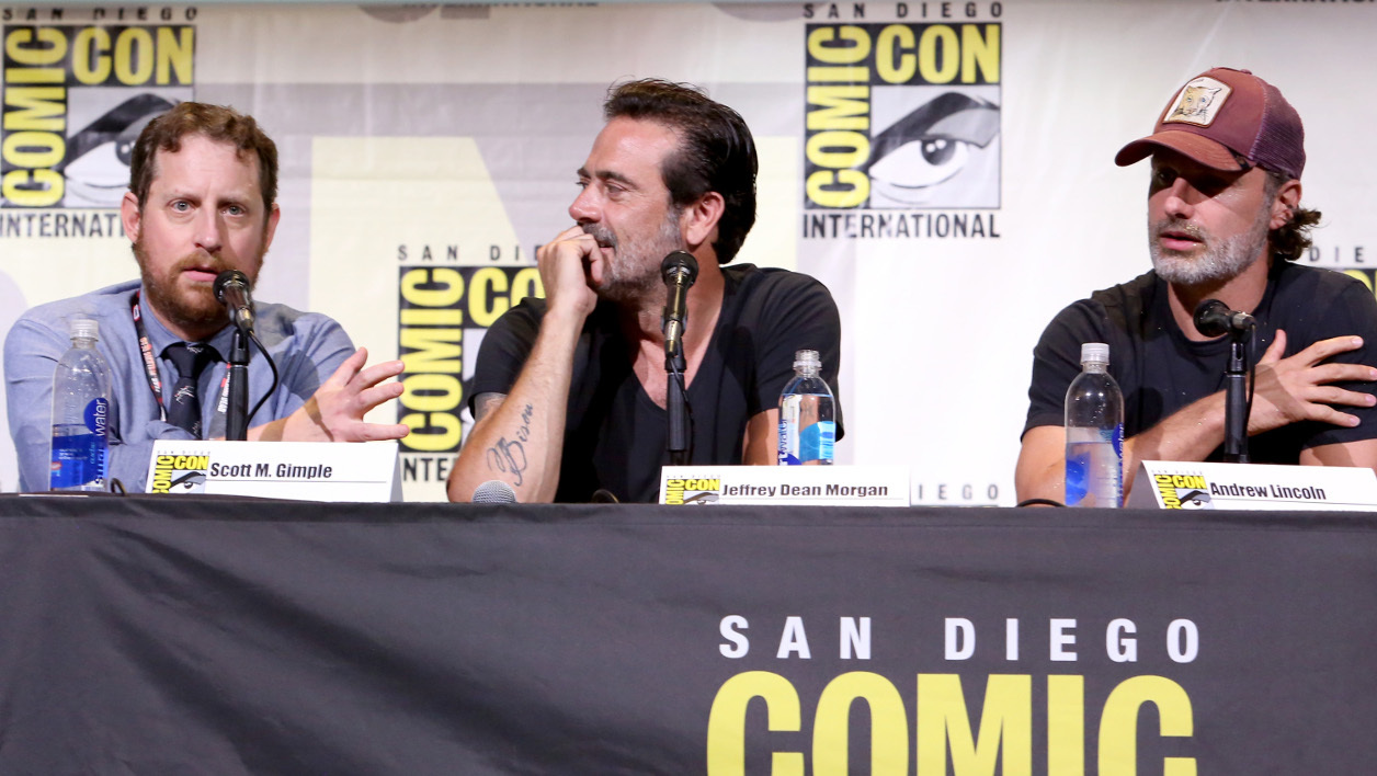 SAN DIEGO, CA - JULY 22: (L-R) Writer/producer Scott M. Gimple, actors Jeffrey Dean Morgan and Andrew Lincoln attend AMC's 'The Walking Dead' panel during Comic-Con International 2016 at San Diego Convention Center on July 22, 2016 in San Diego, California. Jesse Grant/Getty Images for AMC/AFP  Jesse Grant / GETTY IMAGES NORTH AMERICA / AFP