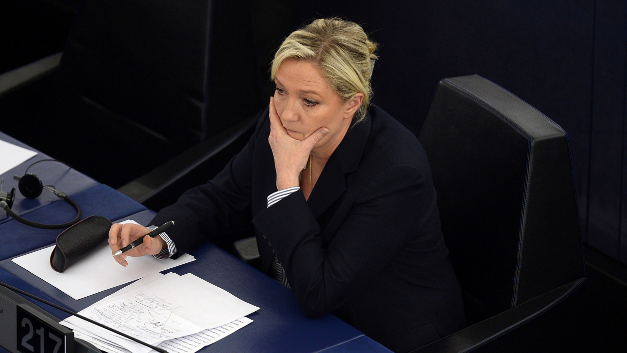 Le rapport qui charge Marine Le Pen — Assistants parlementaires