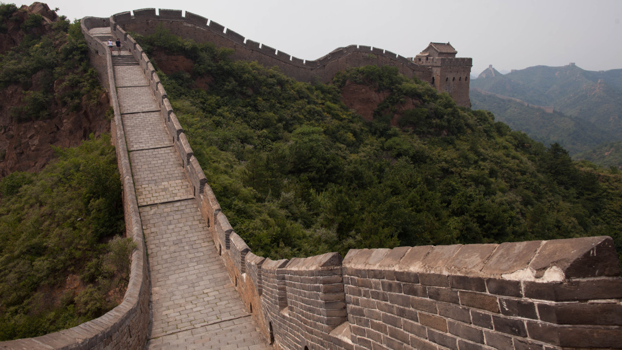 La Grande Muraille de Chine -  A general view shows part of the Jinshanling section of the Great Wall of China, in Hebei province on July 17, 2012. Parts of the Great Wall began to be constructed as early as 500 BC, and is now widely considered to be the world's largest manmade structure. A recent archaeological survey found its total length to be 21,196 km or 13,171 miles. AFP PHOTO / Ed Jones Ed Jones / AFP