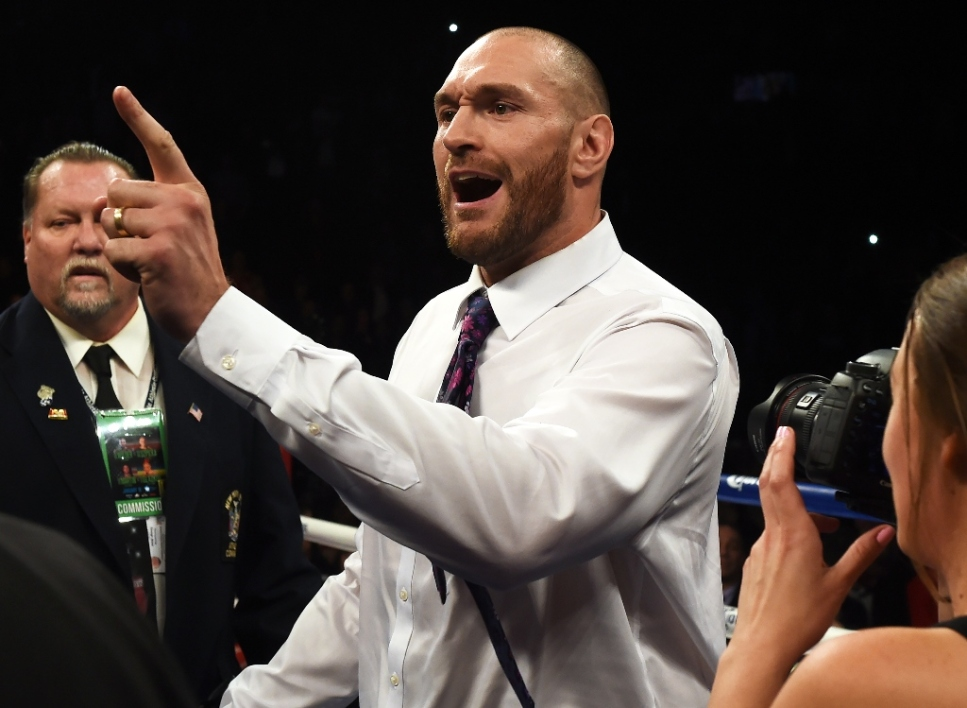 Tyson Fury invoque Mohamed Ali et provoque Anthony Joshua
