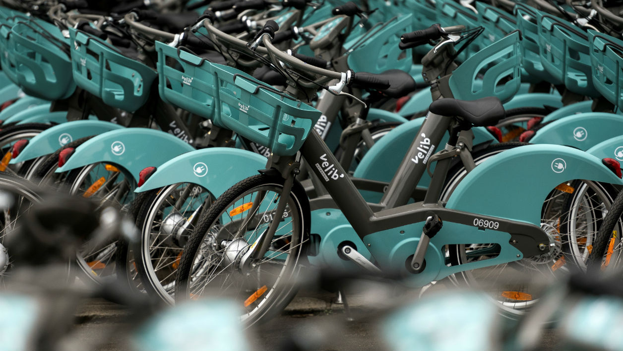 A picture taken on January 12, 2018, in Alfortville near Paris shows bikes of the new Velib bicycle-sharing service stationed at the Franco-Spanish consortium Smovengo's heaquarters. Paris authorities threatened sanctions on January 10 against the new operator of the city's Velib bike hire system over a chaotic rollout that has left cyclists seething. Lionel BONAVENTURE / AFP
