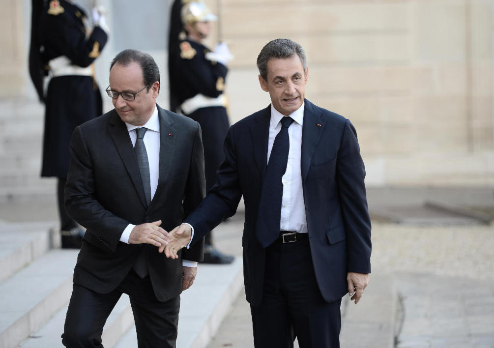 Nicolas Sarkozy et François Hollande le 15 novembre à l'Elysée (photo d'illustration)