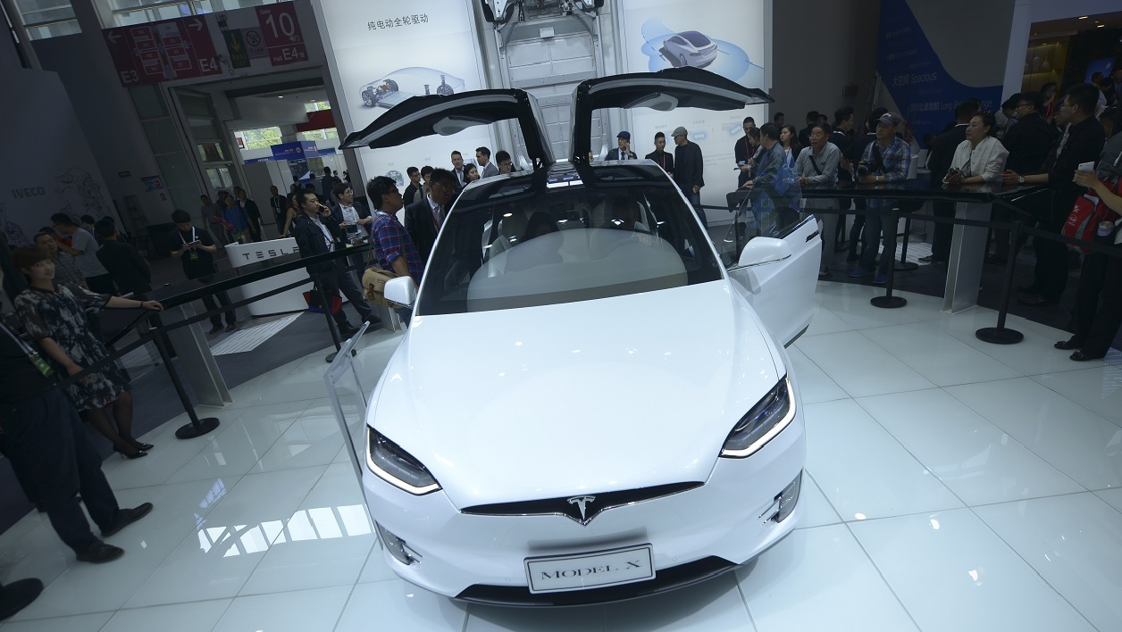 Exposition d'une Tesla Model X lors du salon de l'automobile de Pékin, en avril 2016.