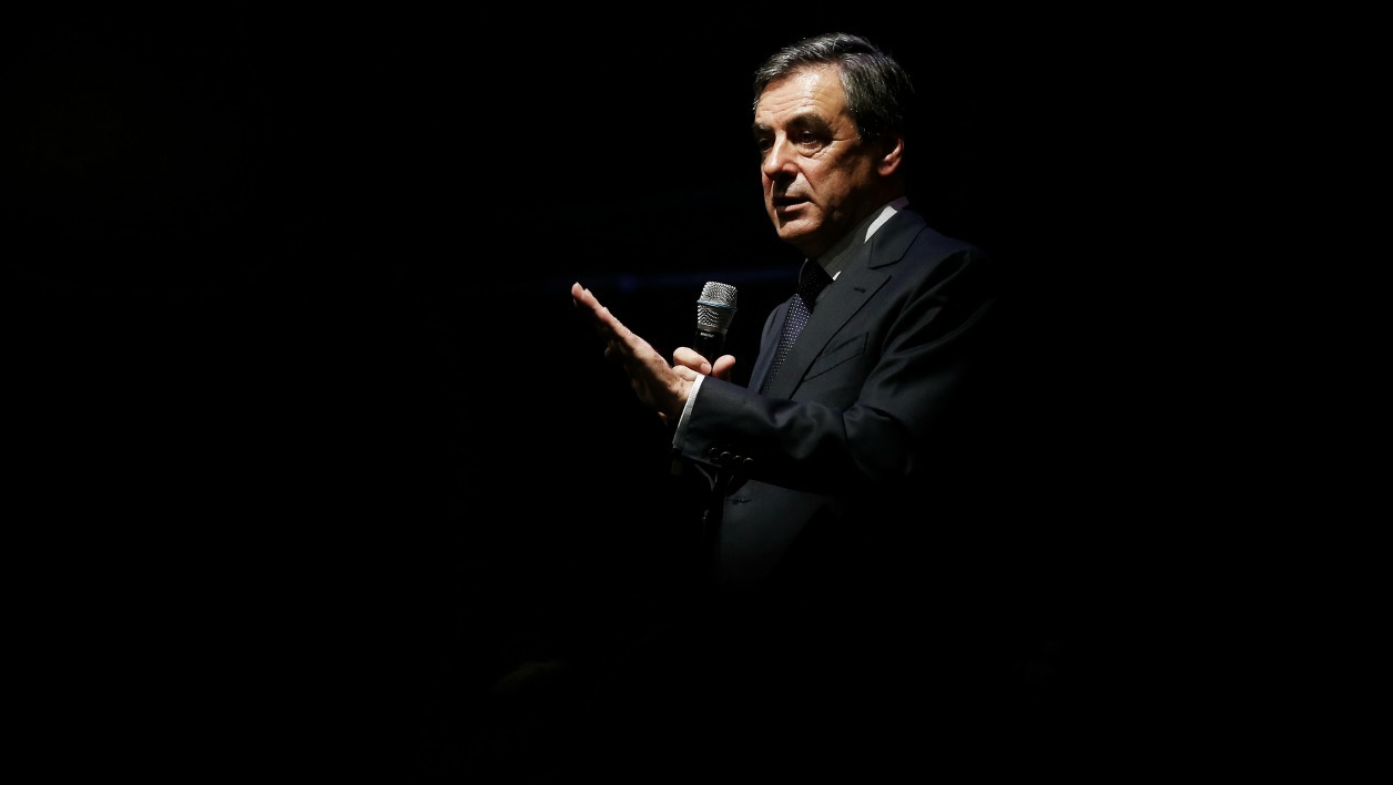Right-wing Les Republicains (LR) party's candidate for the party's primary ahead of the 2017 presidential election, Francois Fillon gestures as he delivers a speech during a meeting in Caen, northwestern France, on October 21, 2016.  CHARLY TRIBALLEAU / AFP
