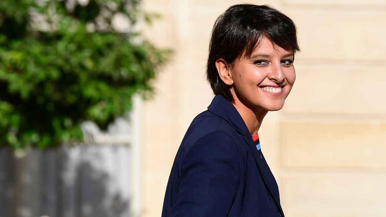 French Education minister Najat Vallaud-Belkacem leaves after a cabinet meeting on September 8, 2016 at the Elysee presidential Palace in Paris.  MIGUEL MEDINA / AFP