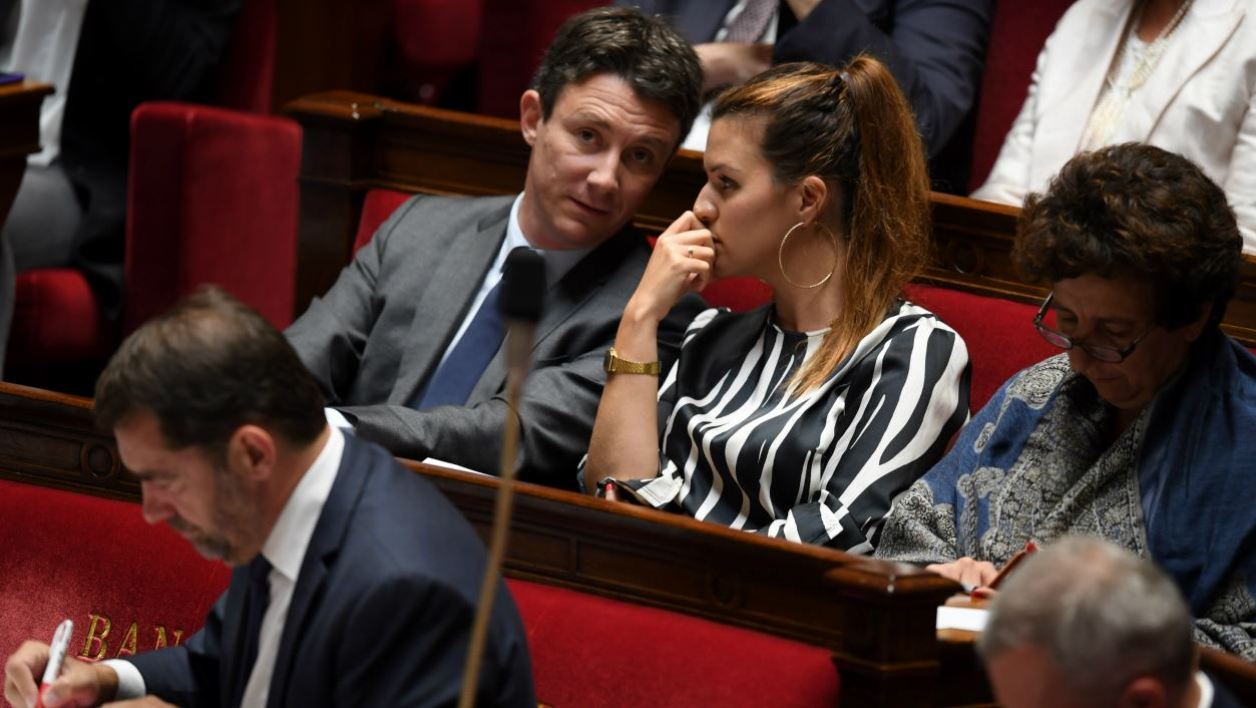 French Government's spokesperson Benjamin Griveaux (L) speaks with French Junior Minister for Gender Equality Marlene Schiappa (R) during a session of questions to the Government at the French National Assembly in Paris, on October 2, 2018.  CHRISTOPHE ARCHAMBAULT / AFP