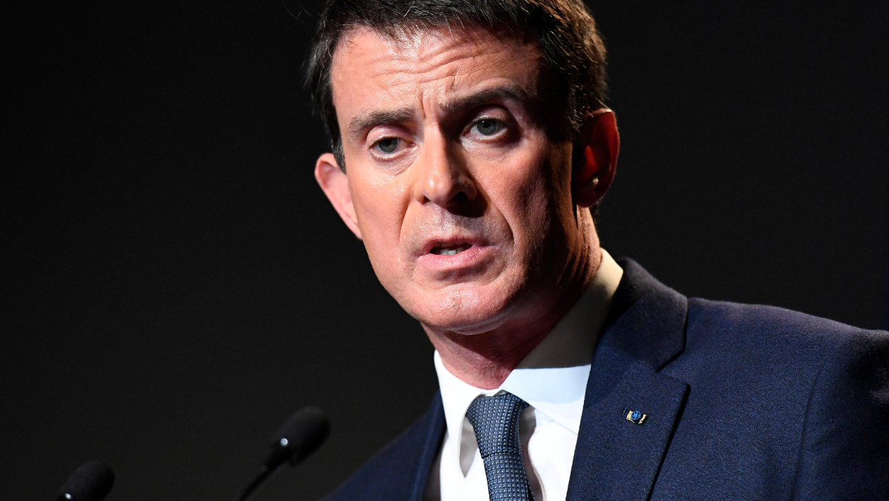 French Prime Minister Manuel Valls delivers a closing speech during a conference of the government's anti-racism body DILCRA, on November 24, 2016 in Paris.  BERTRAND GUAY / AFP