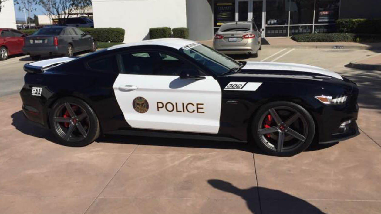 Cette Ford Mustang voiture de police affiche 740 chevaux.