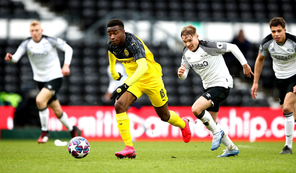 Youssoufa Moukoko en Youth League avec le BVB