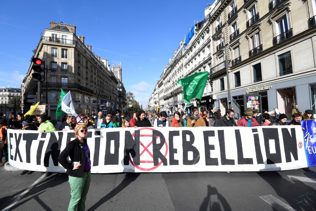 Manifestation du mouvement Extinction Rebellion, rue de Rivoli à Paris, le 10 octobre 2019.