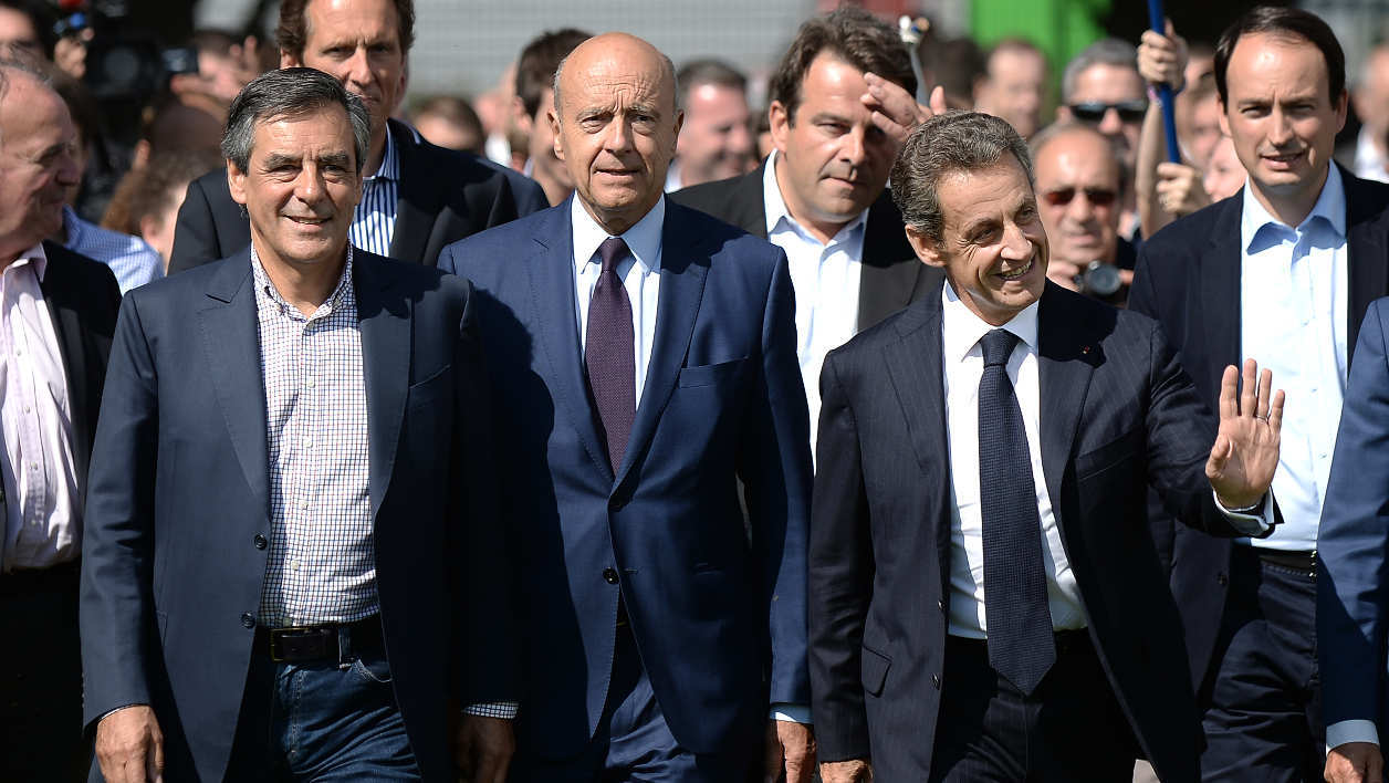 (L to R) Former French prime minister Francois Fillon, Mayor of Bordeaux and right-wing primary elections candidate Alain Juppe and French ex-president Nicolas Sarkozy arrive to attend the Summer University meeting of the local Loire-Atlantique department of the Republicans group on September 5, 2015 in La Baule, western France. AFP PHOTO / JEAN-SEBASTIEN EVRARD