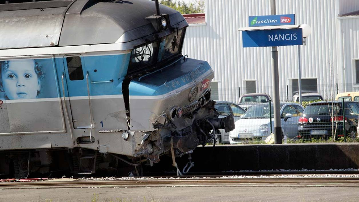 Le train accidenté, en gare de Nangis.