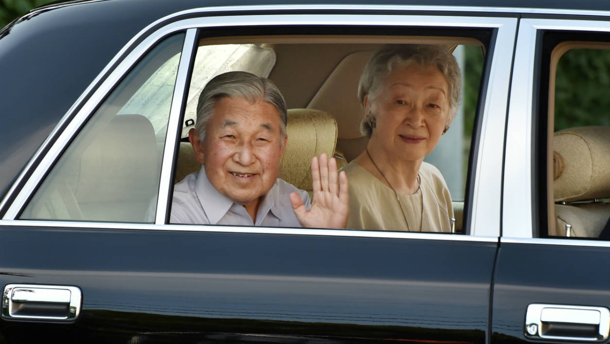 Japanese Emperor Akihito (L) and Empress Michiko (R) wave to well-wishers as they leave the imperial villa in Hayama, in Kanagawa prefecture on July 14, 2016. Japan's Emperor Akihito has no plans to step down, the imperial household has insisted, denying reports the 82-year-old wants to abdicate, in what would be an extraordinary move for a more-than 2,600-year-old royal line.