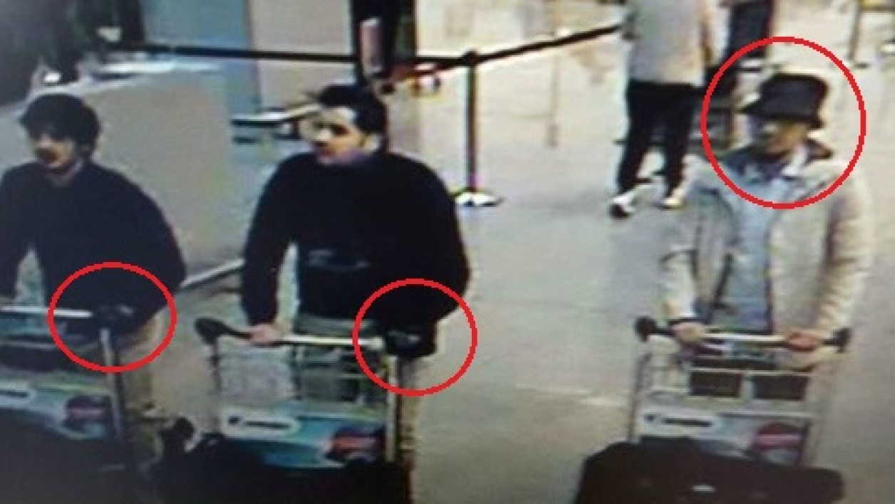 (MODIF) A picture released on March 22, 2016 by the belgian federal police on demand of the Federal prosecutor shows a screengrab of the airport CCTV camera showing suspects of this morning's attacks at Brussels Airport, in Zaventem.  Two explosions in the departure hall of Brussels Airport this morning took the lives of 14 people, 81 got injured. Government sources speak of a terrorist attack. The terrorist threat level has been heightened to four across the country.