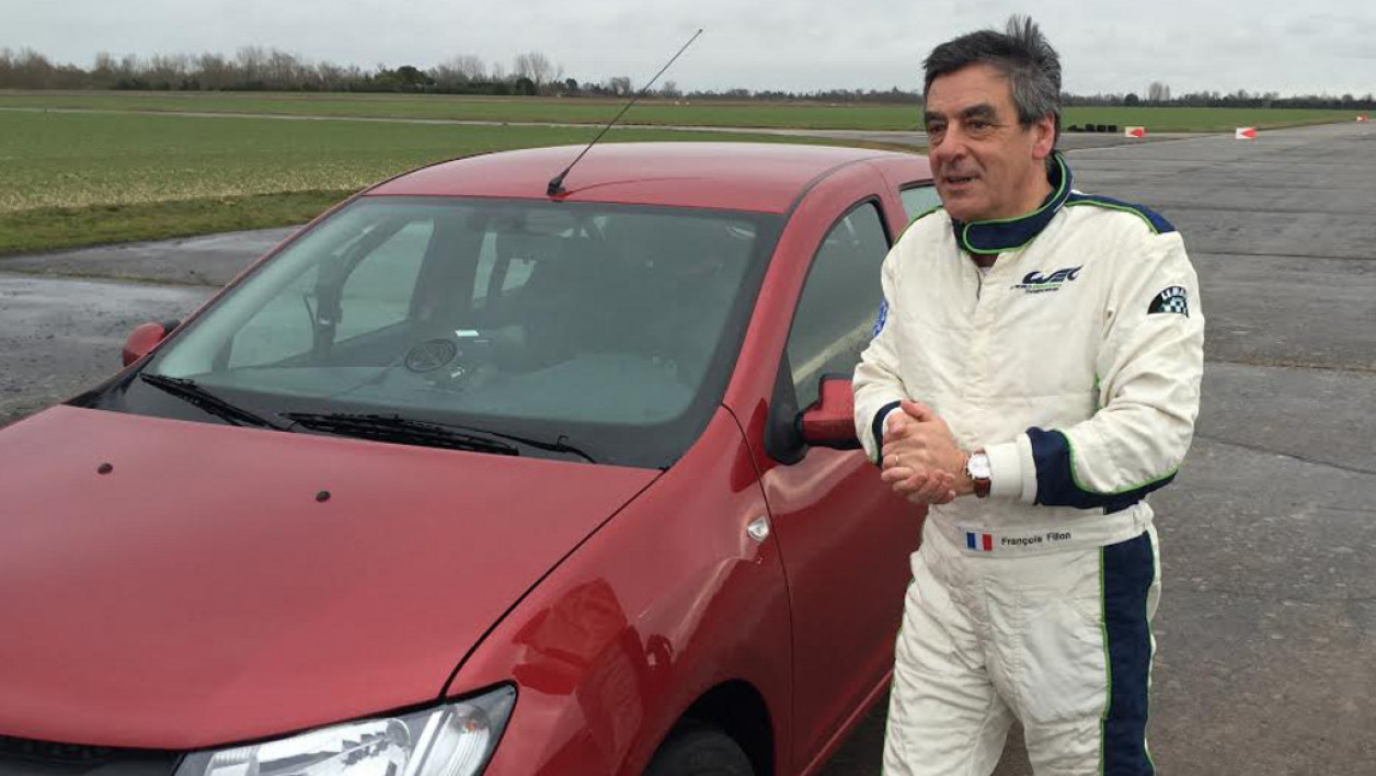 fran ois fillon sans langue de bois lors du tournage de top gear france. Black Bedroom Furniture Sets. Home Design Ideas
