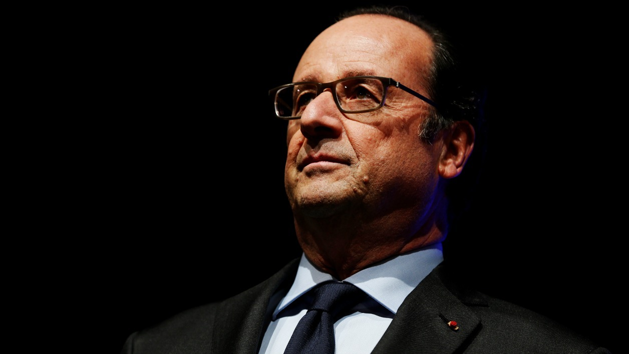 "French President Francois Hollande waits prior to deliver a speech as part of the symposium ""Caen 1956-2016. La Recherche : construire demain"" at Caen's university on November 3, 2016 in Caen, nortwestern France.  CHARLY TRIBALLEAU / AFP"