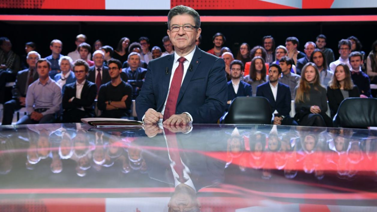 """French leftist La France Insoumise (LFI) party leader Jean-Luc Melenchon poses prior to take part in the political TV show """"L'Emission politique"""" on November 30, 2017 on a set of French TV France 2.  CHRISTOPHE ARCHAMBAULT / AFP"""