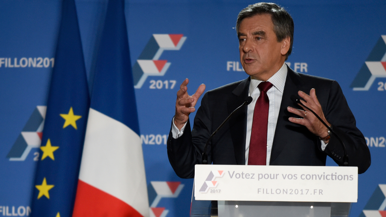 Candidate for the right-wing Les Republicains (LR) party primaries ahead of the 2017 presidential election and former French prime minister Francois Fillon delivers a speech during a meeting on November 22, 2016 in Chassieu, southwestern France.  JEAN-PHILIPPE KSIAZEK / AFP