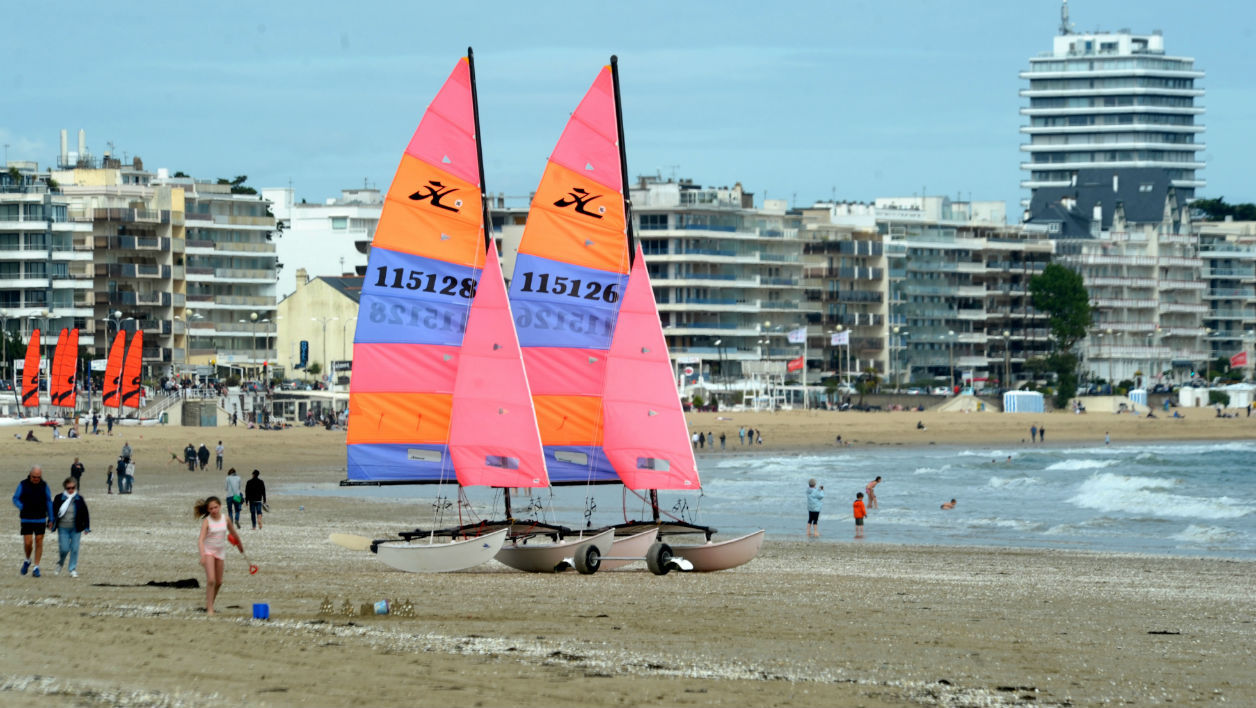 A picture taken on May 14, 2017 shows the beach of La Baule.  FRED TANNEAU / AFP