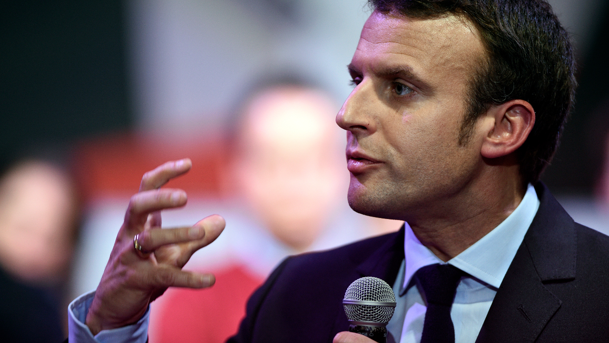 Former French Economy Minister and candidate for next year's presidential election, Emmanuel Macron speaks during a campaign rally on November 21, 2016 in Metz, eastern France.  JEAN-CHRISTOPHE VERHAEGEN / AFP