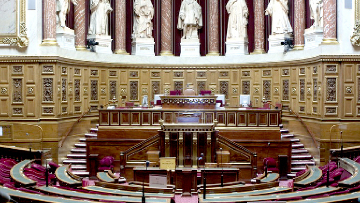 Le Sénat supprime la modulation des allocations nationales.