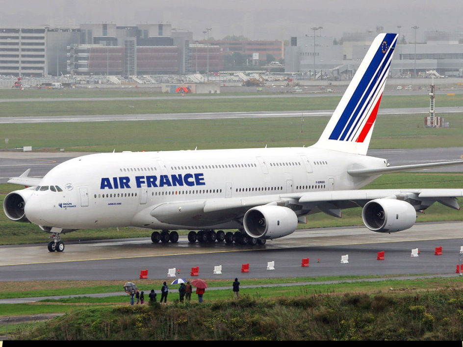 Air France, située en France, a plus de charges que KLM.