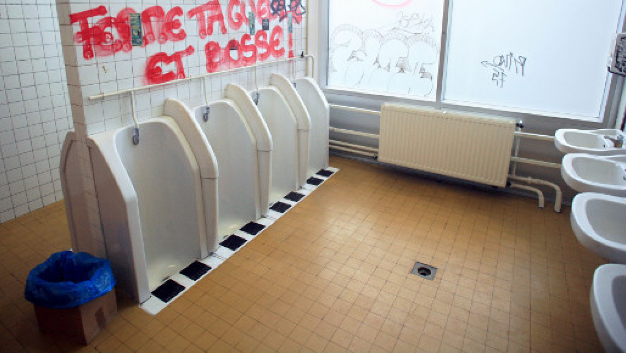 Photos des toilettes hommes prises le 9 octobre 2007 à l'Université de Nanterre. (Photo d'illustration)