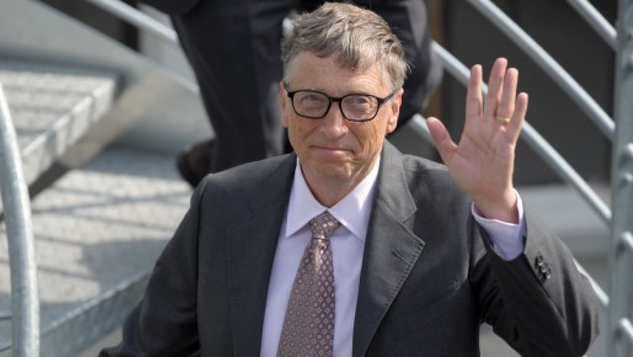 Bill Gates poursuit son retrait de Microsoft.