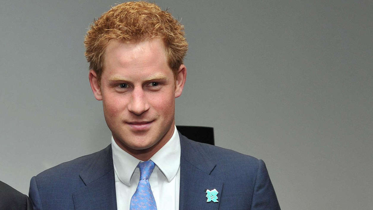 Prince Harry nu fait scandale au Royaume-Uni