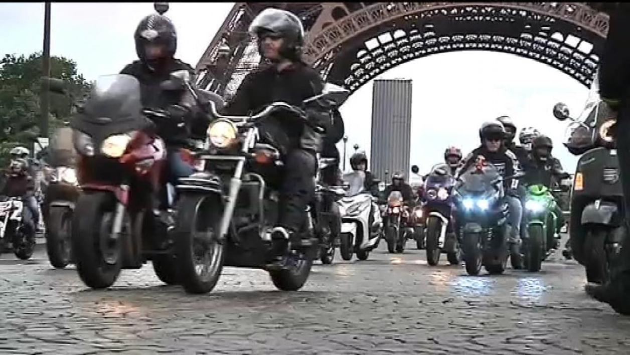 Motards et automobilistes manifestent ensemble