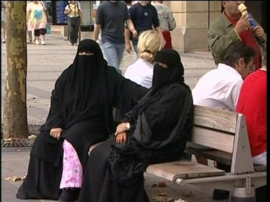 Interdiction de la burqa : une loi applicable ?