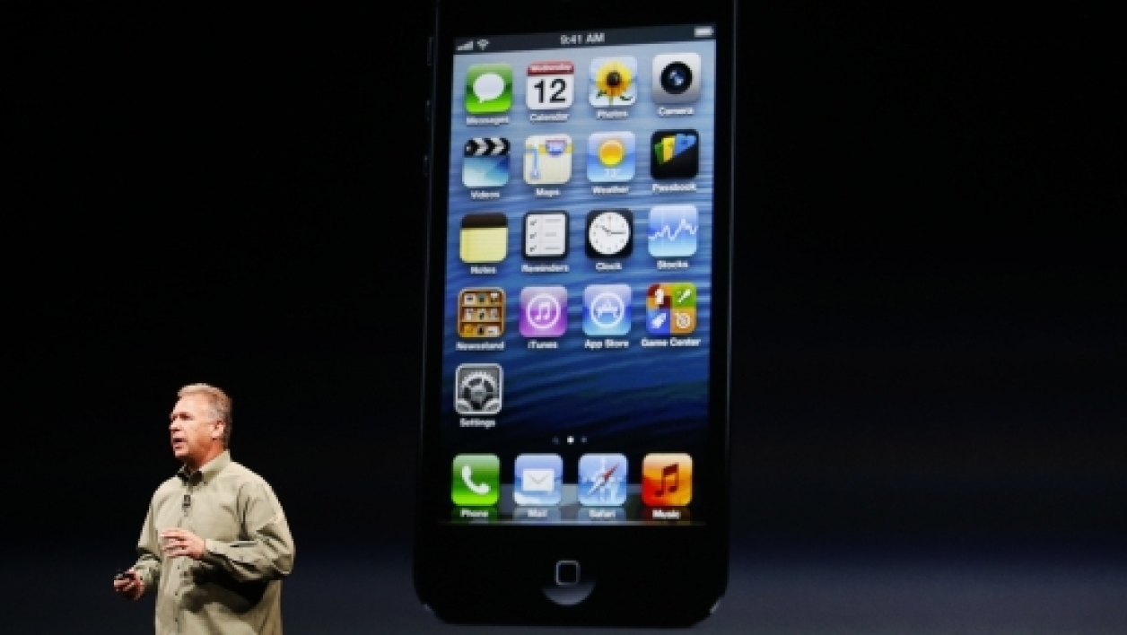 Phil Schiller, chef marketing d'Apple, dévoilant le nouvel iPhone 5