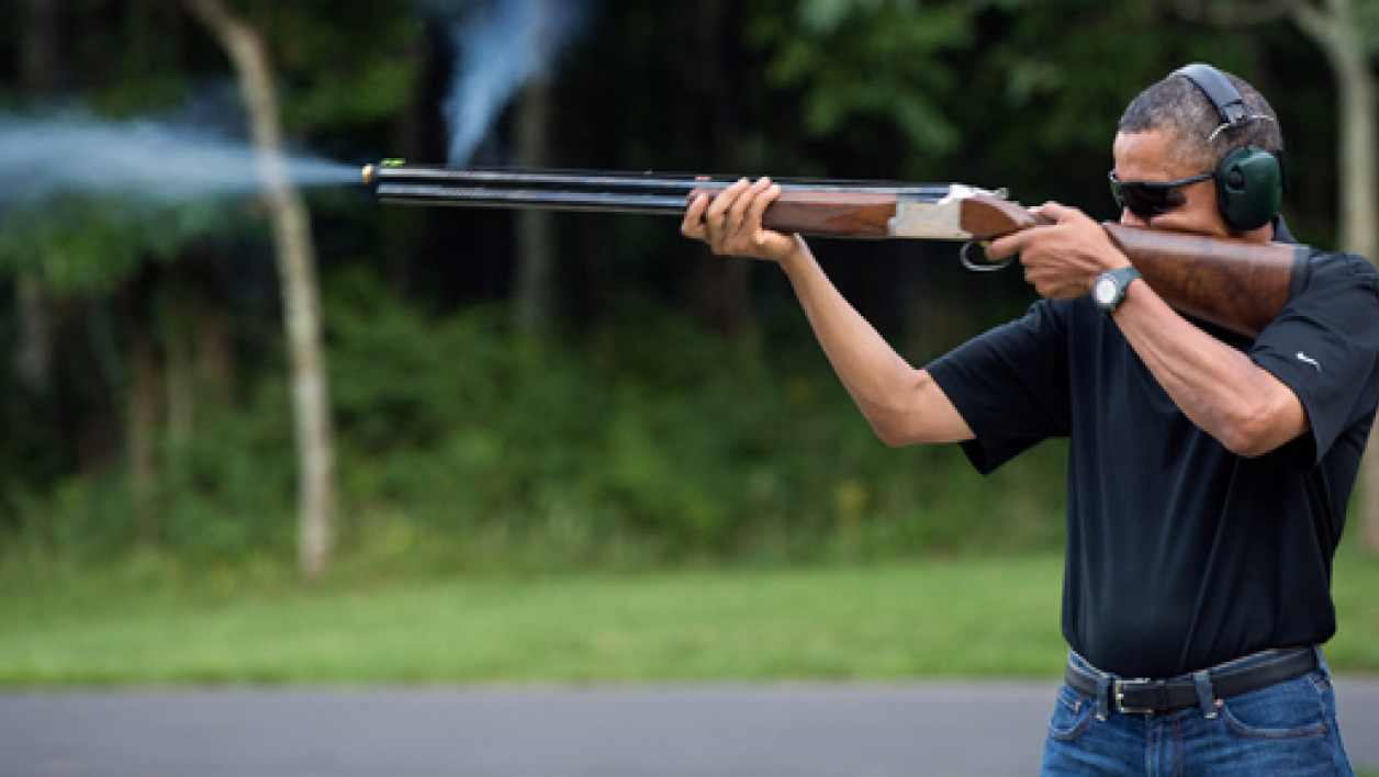 Barack Obama tire au fusil à Camp David le 4 août 2012