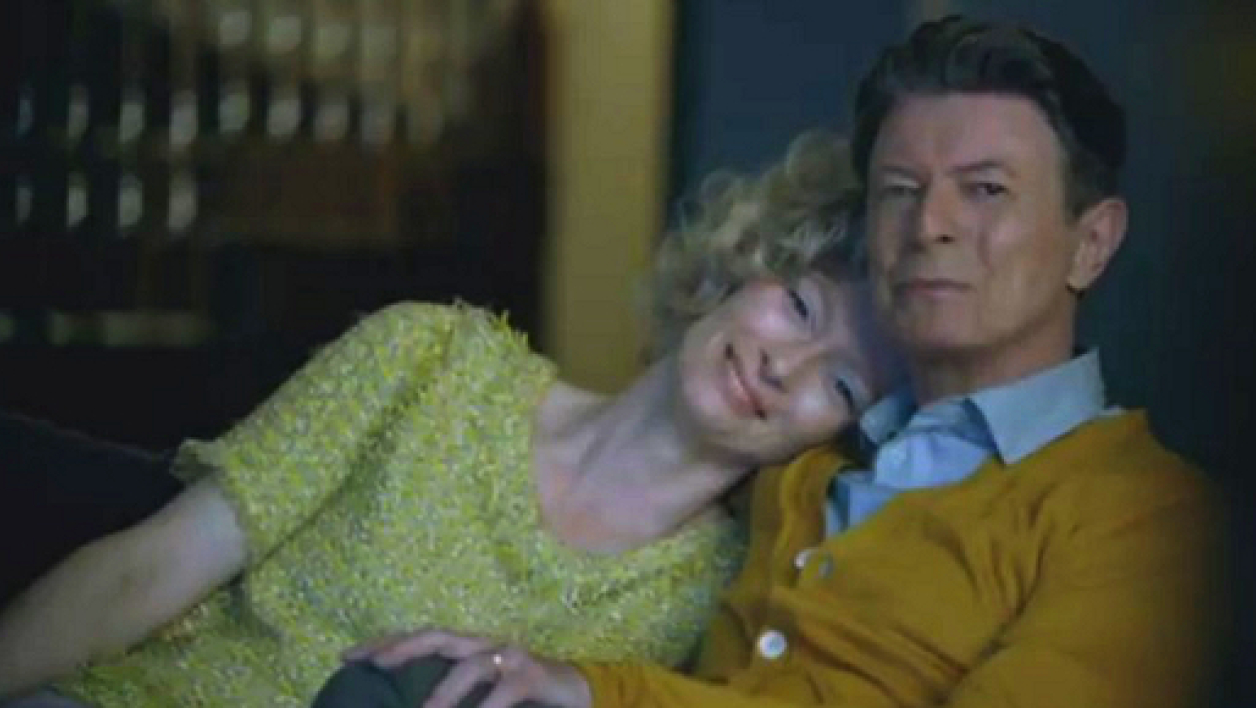 "David Bowie et Tilda Swinton dans le clip de ""The star (are out tonight)""."