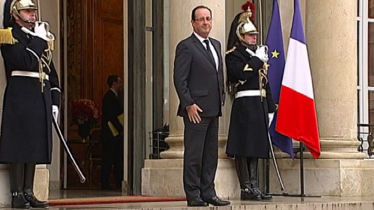 Le président de la République François Hollande devant le palais de l'Elysée  (photo d'illustration).