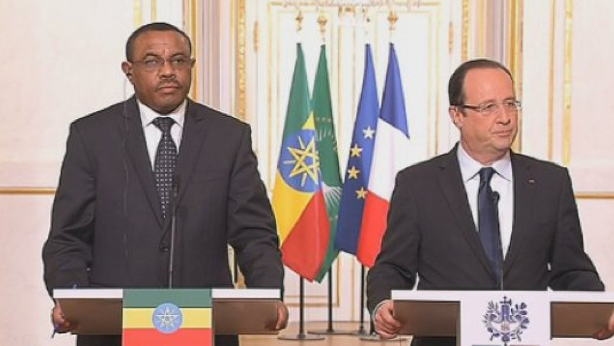 François Hollande et son homologue camerounais Paul Biya