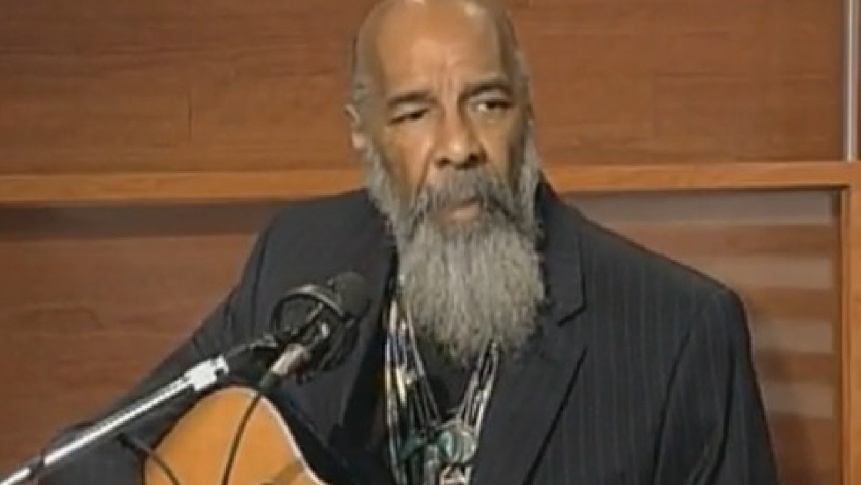 Richie Havens chantant Freedom, le tube de Woodstock