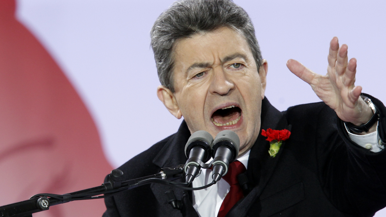 Place comble à la Bastille, où Mélenchon a tenu un grand meeting