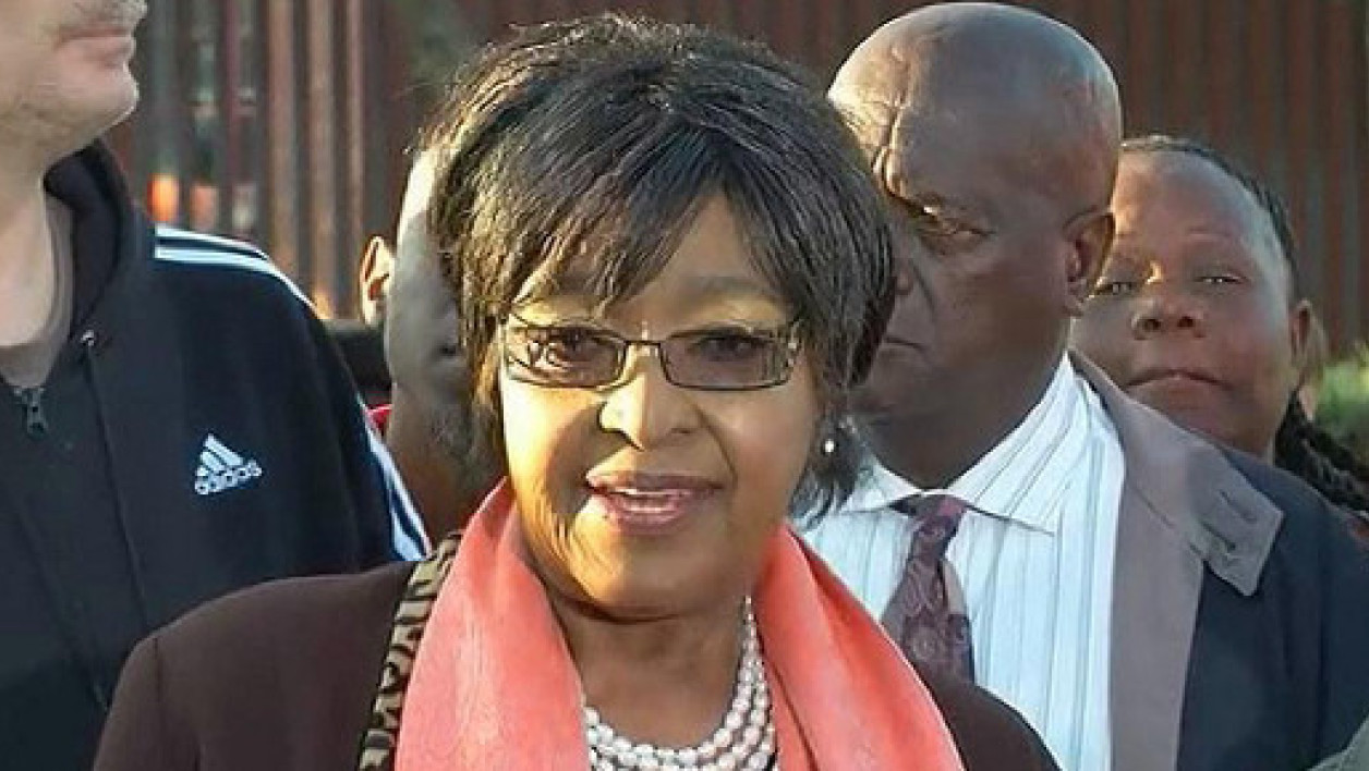 Winnie Madikizela-Mandela a improvisé un point presse à Soweto, vendredi.