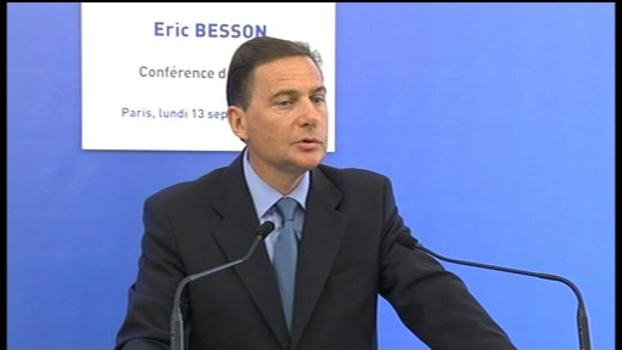 Eric Besson défend sa position