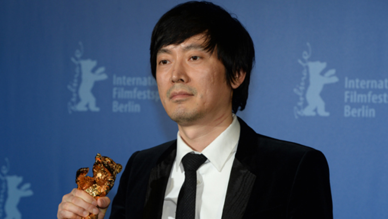 "Diao Yinan brandit son ours d'or pour son film ""Black coal, thin ice""."