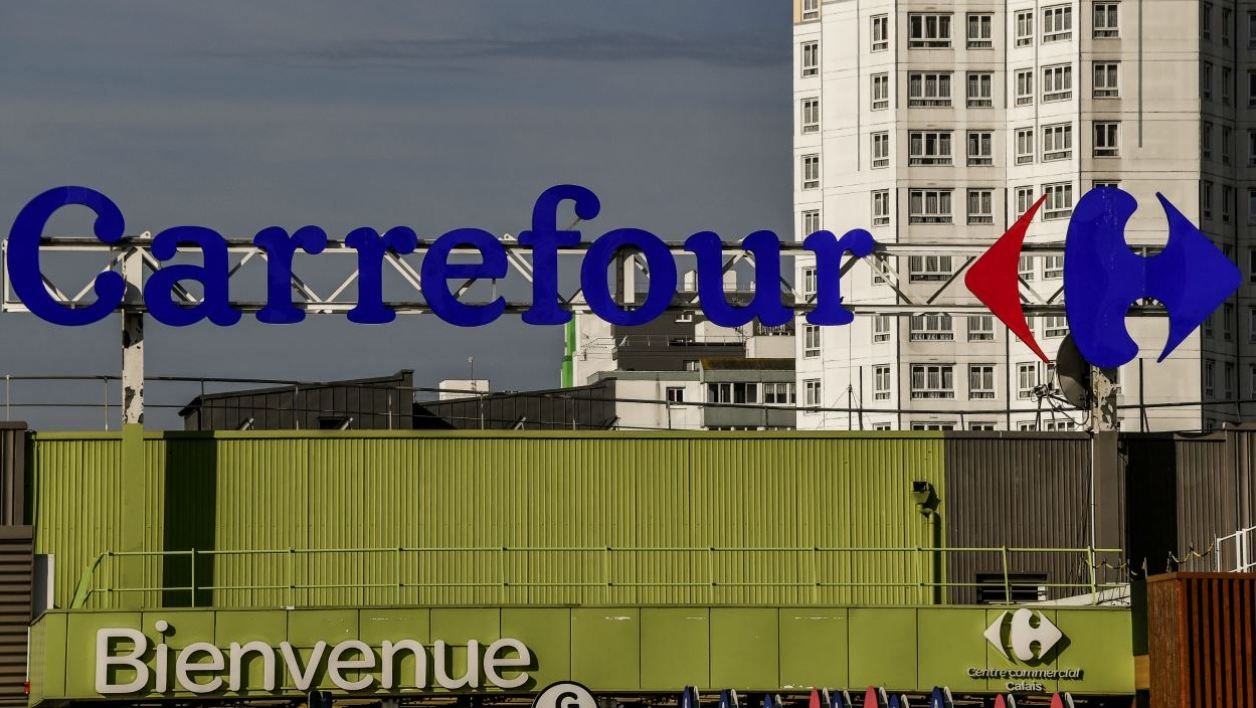 An advertising panel for Carrefour supermarket stands on a building in Calais on September 21, 2017.  PHILIPPE HUGUEN / AFP