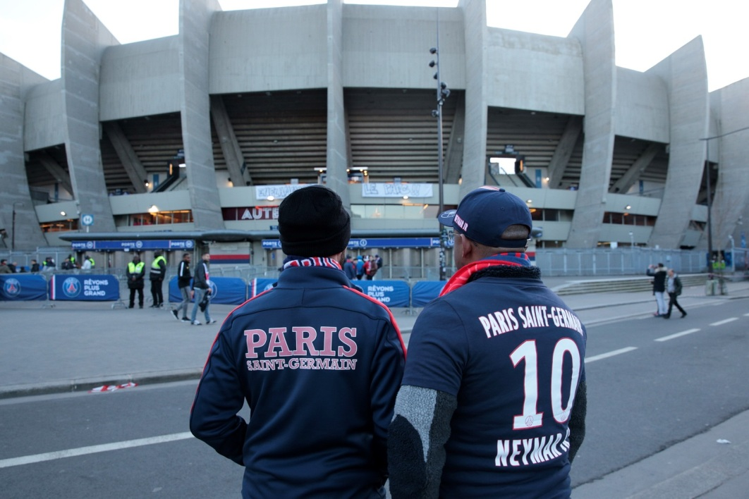 Des supporters parisiens devant le Parc des Princes (illustration)