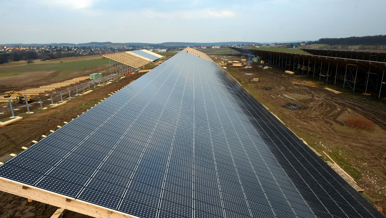 Picture of a 36,000 square meters solar panel installation, the largest in the world, spread over five hangars at a farm, used as a giant roof in Weinbourg, Eastern France taken on March 4, 2009. The solar panels will yield 4,5 Megawwats a year, which will enable to provide energy for a city of 4,000, said Mr Westphal, a farmer who is behind the project. AFP PHOTO/ FREDERICK FLORIN FREDERICK FLORIN / AFP