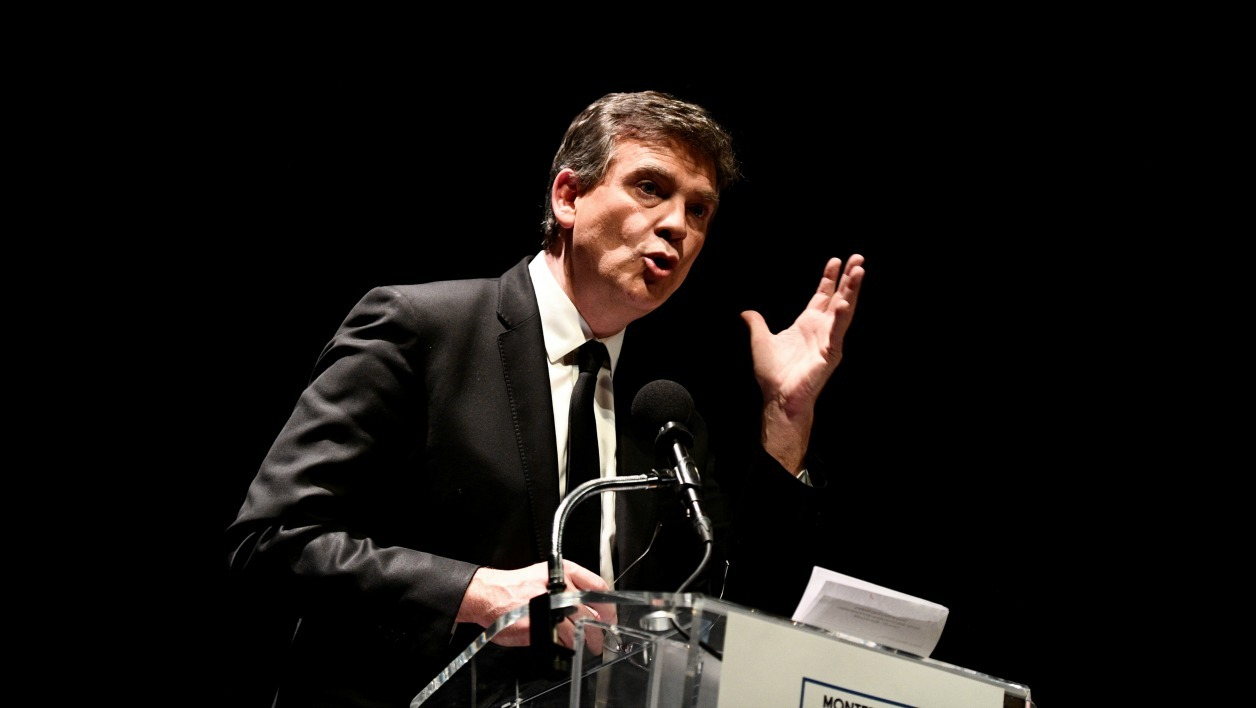 Former French economy minister and candidate in the left-wing primaries ahead of France's 2017 presidential election, Arnaud Montebourg, speaks during a campaign meeting on January 9, 2017 in Paris.  Martin BUREAU / AFP