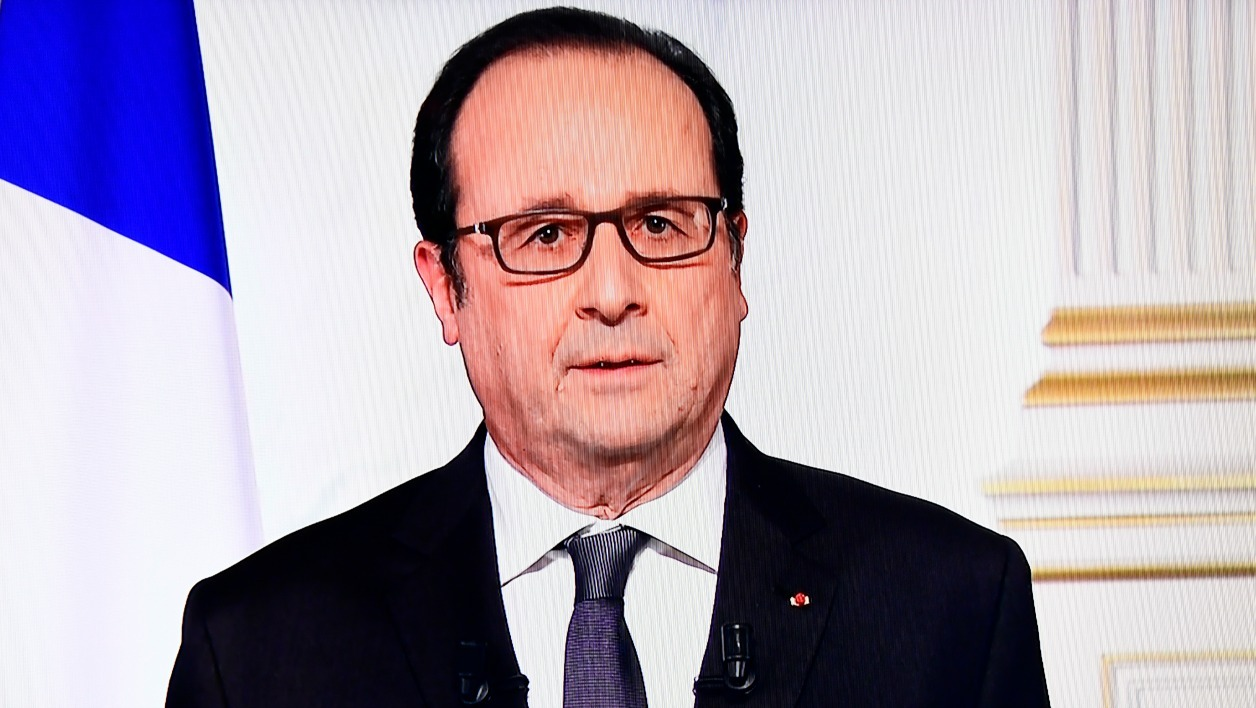 A photo taken on December 31, 2016 shows shows French President Francois Hollande delivering his New Year address on television in Paris.  Olivier MORIN / AFP