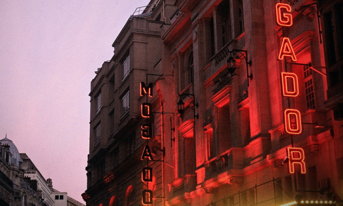 Le théâtre Mogador à Paris. (illustration)