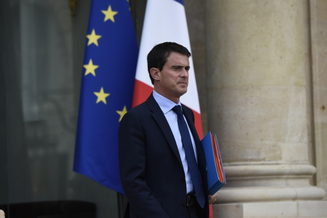 Manuel Valls soutient la direction d'Air France.