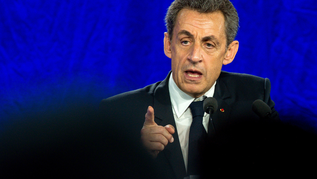 French former President and French right-wing Les Republicains (LR) party president Nicolas Sarkozy gestures as he delivers a speech during a party meeting on June 8, 2016 in Saint-Andre-lez-Lille.  PHILIPPE HUGUEN / AFP