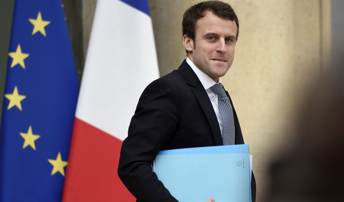 French Economy and Industry Minister Emmanuel Macron  leaves on March 4, 2015 the presidential Elysee palace after the weekly cabinet meeting in Paris.